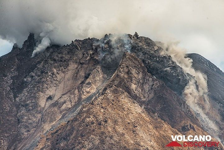 Depending on how much of the steep front of the eastern lobe collapses at once, the next pyroclastic flow could be big. (Photo: Tom Pfeiffer)
