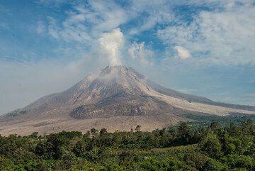 View of the stratovolcano Sinabung (Photo: Tom Pfeiffer)