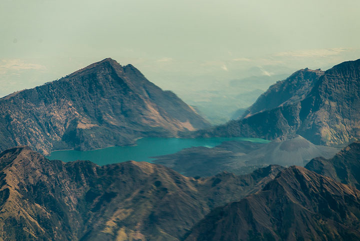 Rinjani's caldera seen from the flight to Flores (Photo: Tom Pfeiffer)