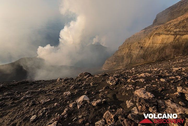 View onto Stromboli's crater terrace from west of the Pizzo crater wall. (Photo: Tom Pfeiffer)