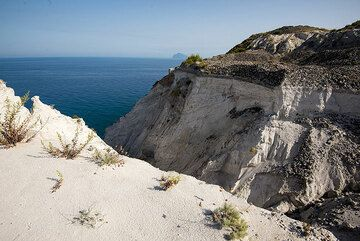 Pumice dump at the NE tip of Lipari Island (Photo: Tom Pfeiffer)