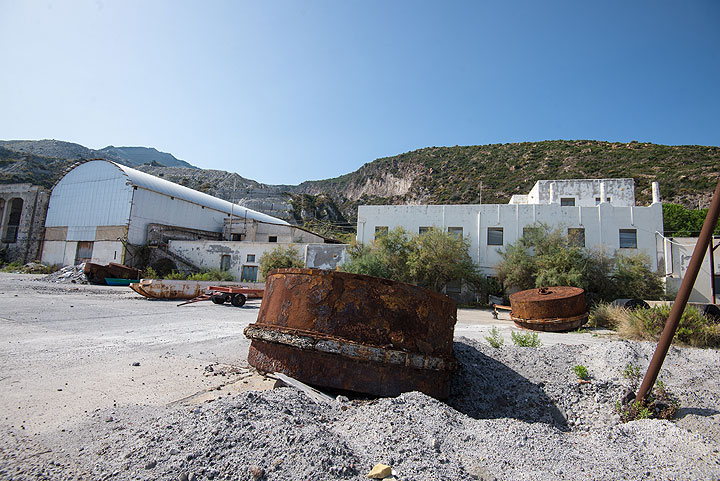 Rusting buoys at Porticello port (Photo: Tom Pfeiffer)