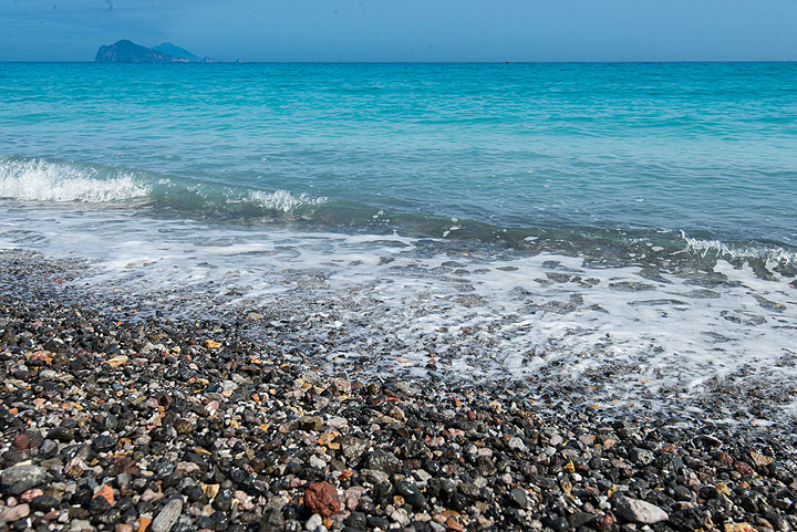 Panarea and Stromboli in the background from Porticello pumice beach (Photo: Tom Pfeiffer)