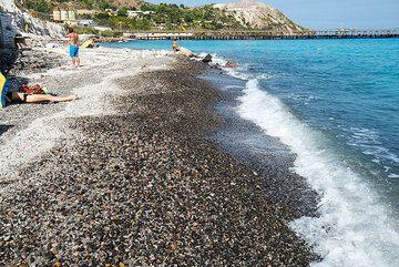 Porticello pumice beach (Photo: Tom Pfeiffer)