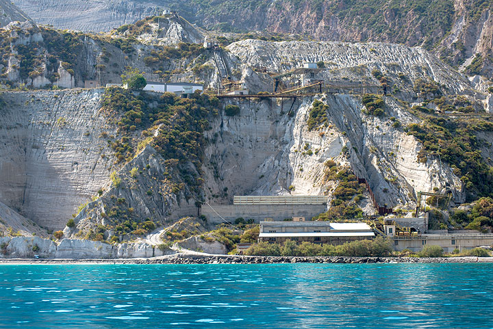 Pumice cliffs and mining facilities seen from the sea (Photo: Tom Pfeiffer)