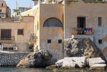 Houses at Marina Corta, Lipari (Photo: Tom Pfeiffer)