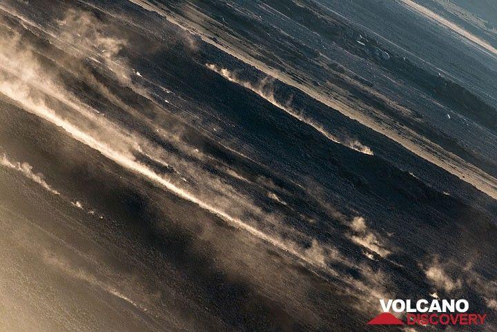 Senderos de bloques rodando por la Sciara del polvo. (Photo: Tom Pfeiffer)