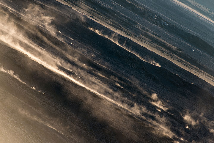 Dust trails from blocks rolling down the Sciara. (Photo: Tom Pfeiffer)