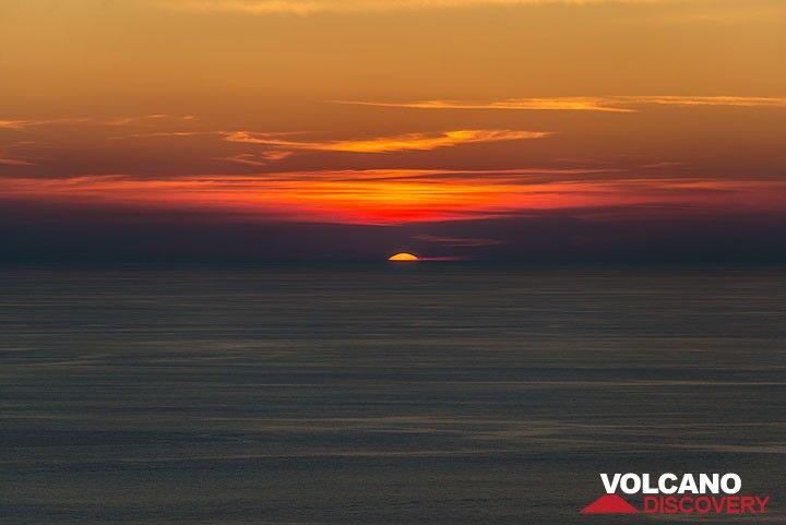 Stromboli tiene maravillosas puestas de sol... (Photo: Tom Pfeiffer)