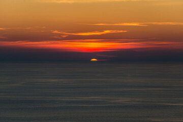 Stromboli has marvelous sunsets... (Photo: Tom Pfeiffer)