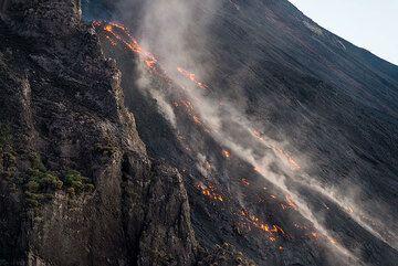 The lava flow front near the Sciara escarpment. (Photo: Tom Pfeiffer)