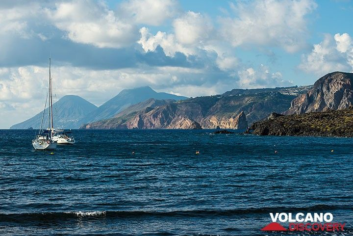 The twin volcanoes of Salina Island in the background, seen from Porto Ponente, Vulcano (Photo: Tom Pfeiffer)