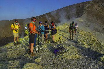Group on the crater rim of La Fossa volcano (Vulcano Island) (Photo: Tom Pfeiffer)