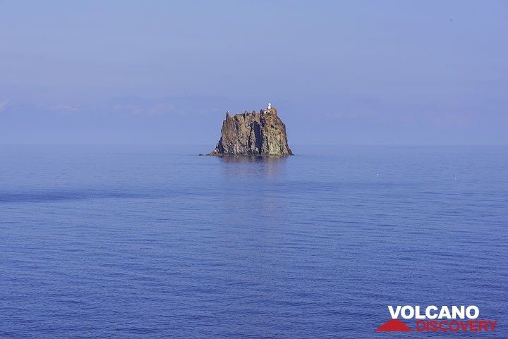 Strombolicchio island (Photo: Tom Pfeiffer)