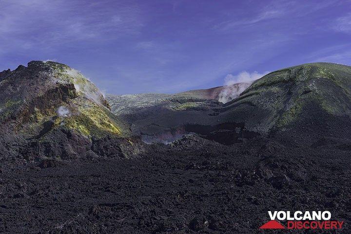 The filled Bocca Nuova crater (Etna) (Photo: Tom Pfeiffer)