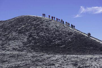 Group on the southern Bocca Nuova rim (Photo: Tom Pfeiffer)
