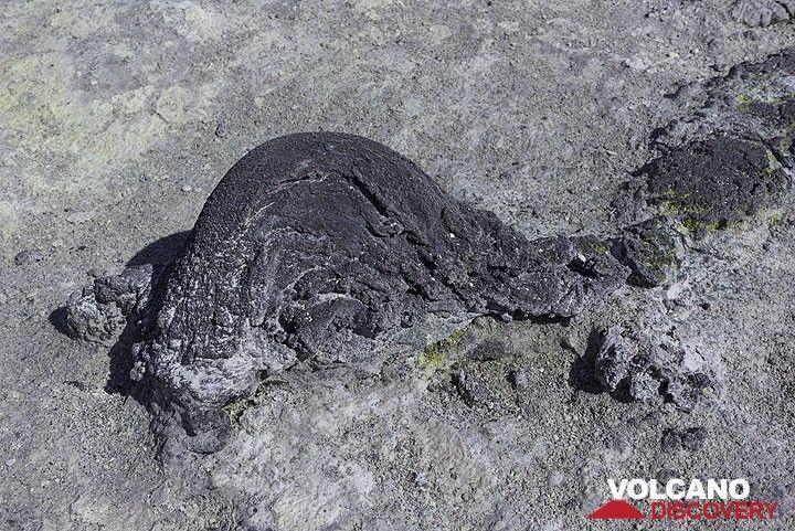 Old volcanic bomb (Photo: Tom Pfeiffer)