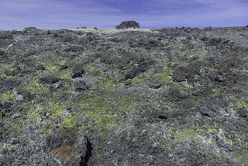 Hydorthermally altered ground (Photo: Tom Pfeiffer)