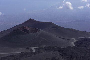 View towards the 2001 crater Cono del Lago and Montagnola (Photo: Tom Pfeiffer)