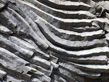 Basaltic lava columns from an old lava flow of Etna. (Photo: Tobias Schorr)