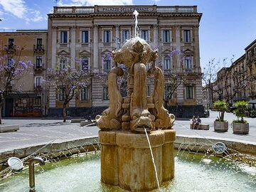 Fountain at the theatre square at Catania city. (Photo: Tobias Schorr)