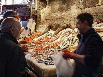 At the fisher market in Catania. (Photo: Tobias Schorr)
