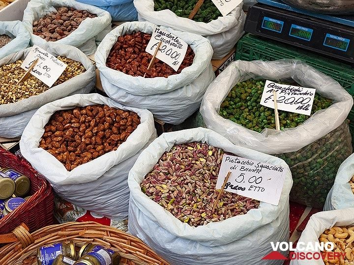 Pistacious nuts in all different preparations (flour, salted, sweet, etc.). (Photo: Tobias Schorr)