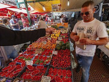 Fruit market in Catania. (Photo: Tobias Schorr)