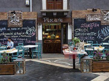 A good fish tavern near the theatre square in Catania! (Photo: Tobias Schorr)
