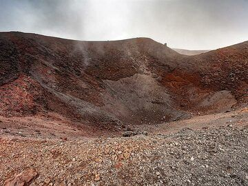 One of the craters around Etna. (Photo: Tobias Schorr)
