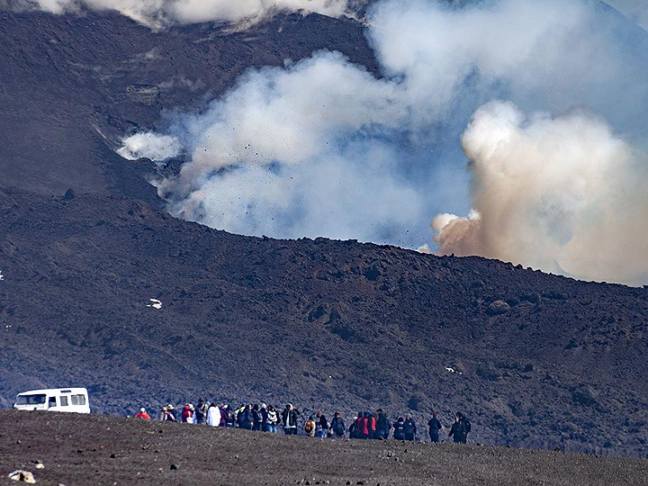 Even the eruption strength of Etna can never be predicted, many tourist visit the dangerous zone without helmets & gas masks. The reckless behaviour caused fatalities in the past. VolcanoAdventure guest will always be equipped with safety tools. (Photo: Tobias Schorr)