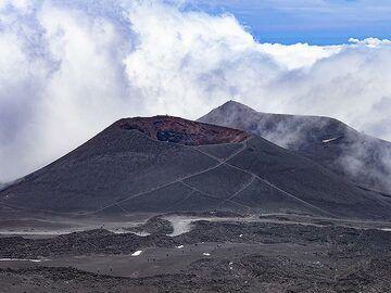 Older cinder cones of Enta volcano. (Photo: Tobias Schorr)