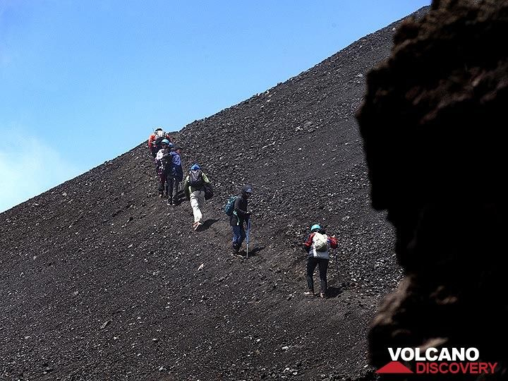 The VolcanoAdventures group hiking towards the fissure eruption of Etna volcano in May 2019. (Photo: Tobias Schorr)