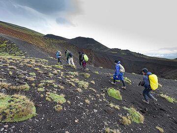Hiking through the lava fields around Etna volcano. (Photo: Tobias Schorr)