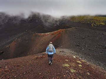 There are hundreds of craters around Etna volcano and it is a challenge to hike around them... (Photo: Tobias Schorr)