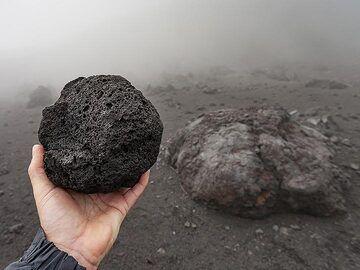 Lava bombs at Etna volcano. (Photo: Tobias Schorr)