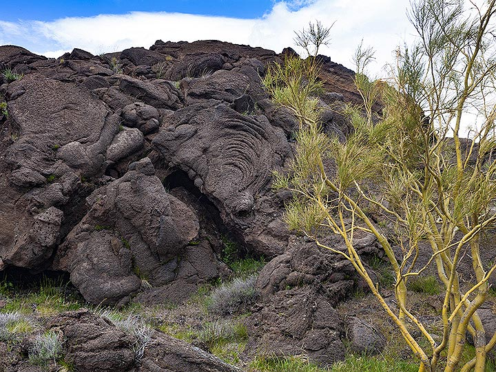 Rope lava in the lava flows of Etna volcano. (Photo: Tobias Schorr)