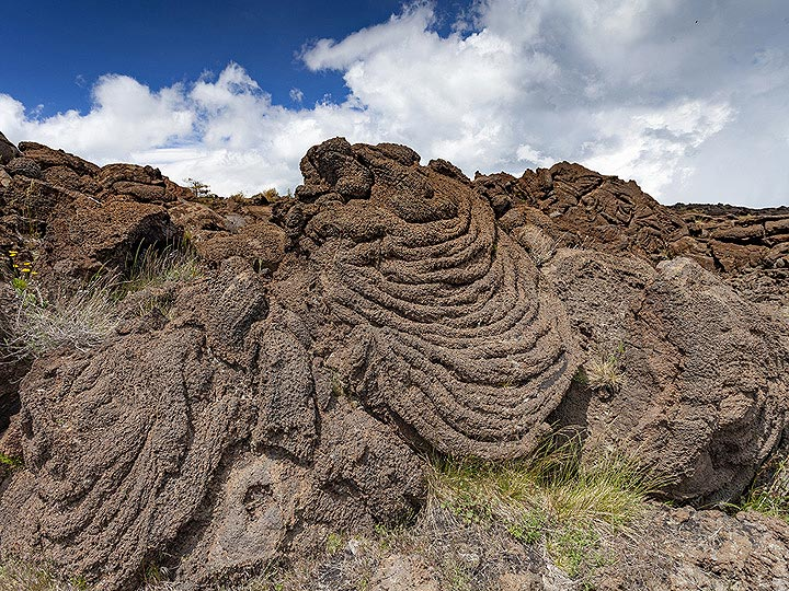 Rope lava in the old lava flows of Etna volcano. (Photo: Tobias Schorr)