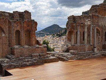 The scene at the ancient Greek theatre of Taormina. (Photo: Tobias Schorr)