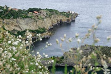 Ignimbrite tuffs exposed on the Posillipo coast, Bay of Naples (c)