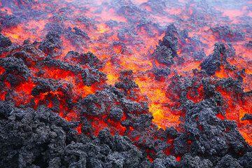Lava flow at Etna volcano, Italy (Photo: Tom Pfeiffer)