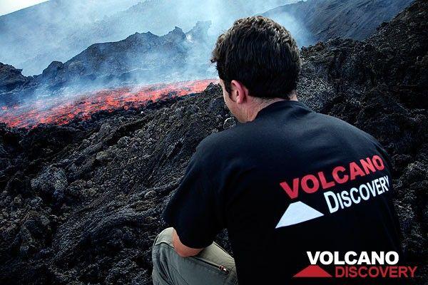 Observing a new lava flow on Etna volcano. (Photo: Tom Pfeiffer)
