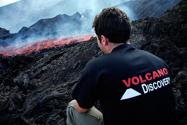 Beobachtung eines neuen Lavastroms am Ätna. (Photo: Tom Pfeiffer)