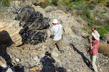 A big block of obsidian on Lipari Island (Eolian Islands) (Photo: Tom Pfeiffer)