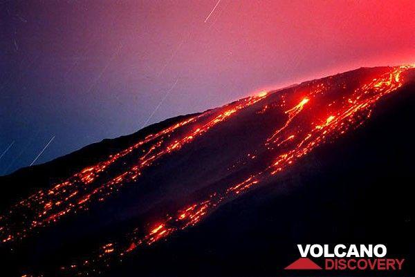 Lava flows traveling down on Etna volcano's western flank. (Bocca Nuova eruption Oct 1999) (Photo: Tom Pfeiffer)