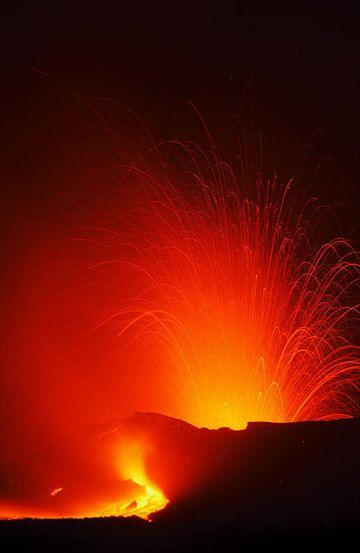 Etna in 1999: eruption of Bocca Nuova (Photo: Tom Pfeiffer)