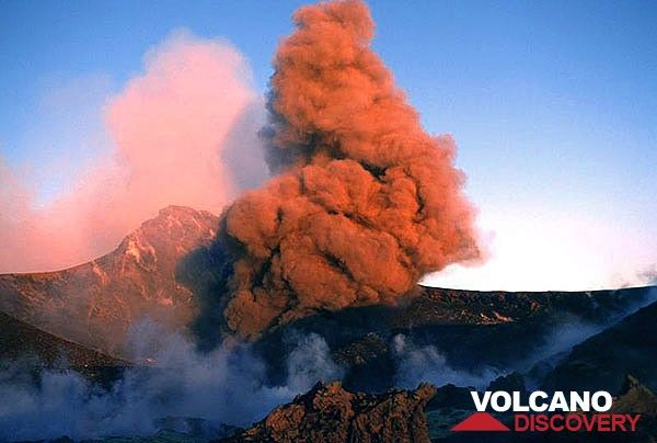 Ash plume from a strombolian eruption in Bocca Nuova crater. (c)