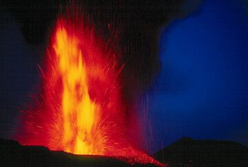 Twilight lava fountain. (Photo: Tom Pfeiffer)