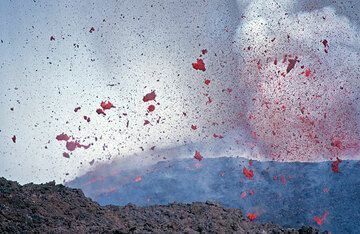 Clots of lava (spatter) thrown out of the crater by bursting lava bubbles. (Photo: Tom Pfeiffer)