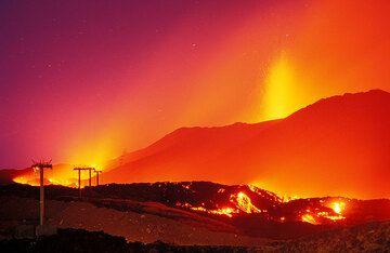 Der Lavastrom, der die Seilbahnstrecke zerstört hat. (Photo: Tom Pfeiffer)